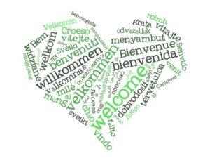 Wortwolke in Herzform mit dem Wort Willkommen in verschiedenen Sprachen